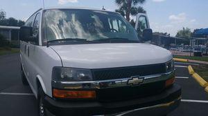 PRECIOSA VAN CHEVY EXPRESS AÑO 2013 for Sale in Orlando, FL