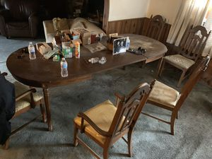 Antique table and 5 chairs $40 for Sale in Azusa, CA