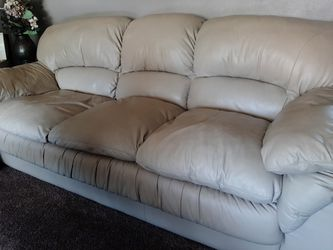 Leather sofa and loveseat for Sale in NO HUNTINGDON,  PA