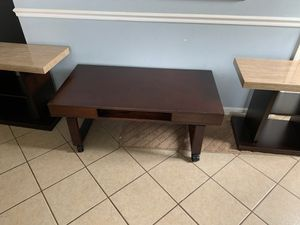 Coffee table and side tables for Sale in Glendale Heights, IL