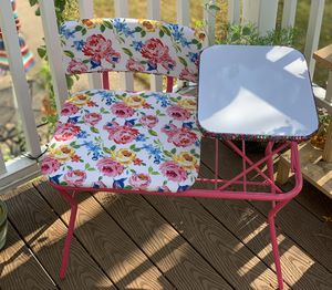 Little girls Pink floral and sequined desk w/ whiteboard top! for Sale in Williamsville, NY
