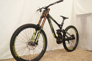Commencal Supreme Large DH Downhill Mountain Bike 27.5 for Sale in Oakland, CA