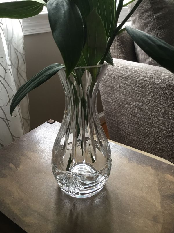 10 inch tall Crystal vase, excellent condition, 24% Crystal