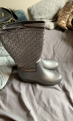 Women's Michael kors rain boots for Sale in Hyde Park, OH