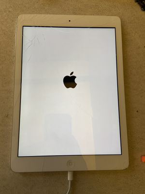Apple iPad A1475 LOCKED CRACKED SCREEN! for Sale in Mesquite, TX