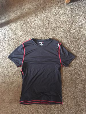 Reebok athletic shirt size medium for Sale in Columbus, OH
