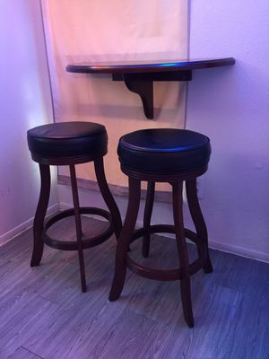 Half-moon bar/game room/breakfast table & 2 Bar stools. In excellent condition, for Sale in Houston, TX