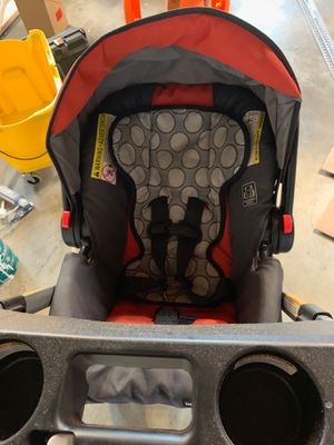 Graco Click it 35 car seat, with quick release base and light weight click stroller for Sale in Bellevue, WA