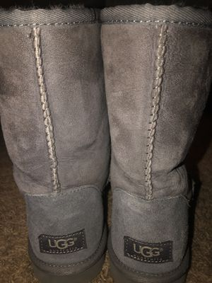 Size 8 women's grey UGG boots. Excellent condition. for Sale in Oceanside, CA