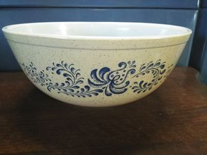 Pyrex bowl for Sale in Buena Park, CA