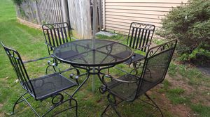 IRON PATIO SET FOR SALE IN VERY GOOD CONDITION NO RUSH NO STAIN ROCKET CHAIRS for Sale in Silver Spring, MD