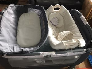 Graco Pack N Play with changing table and bassinet for Sale in Capitol Heights, MD