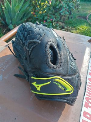 Mizuno fast pitch softball glove 11 1/2 INCHES for Sale in Fullerton, CA