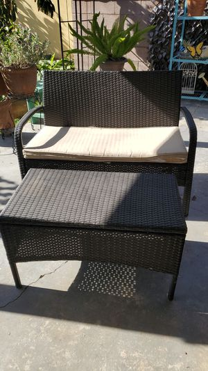 Patio love seat and table for Sale in Pico Rivera, CA
