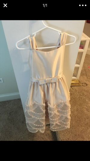 SiZe 4 flower girl dress for Sale in Orland Park, IL
