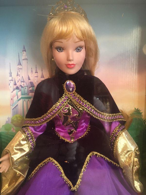 Disney porcelain doll Aurora ( holiday edition)