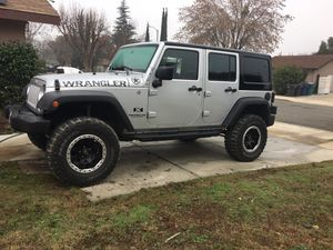 2007 Jeep Wrangler 4x4 v6 left 127 k miles utomatic a/c hart and soft top good condition for Sale in Tulare, CA