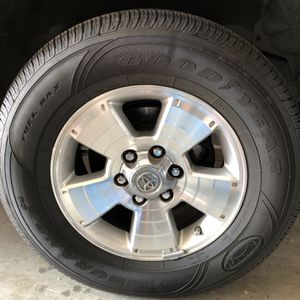 Goodyear Assurance 265/65/17 for Sale in Walnut Creek, CA
