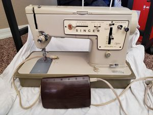 Sewing combo buttonhole attachment and machine. for Sale in Avondale, AZ