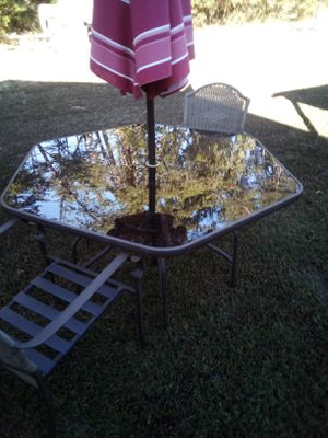 Patio table, with 2 chairs for Sale in Cumberland, VA