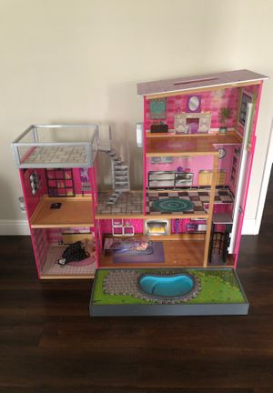 Doll house for Sale in Bell Gardens, CA