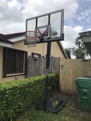 LIFETIME BASKETBALL HOOP for Sale in Miami, FL