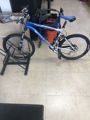 """Trek Top Fuel 8 Bicycle Bike 22"""" Wheels w/R1 Tuned Suspension for Sale in Hollywood, FL"""