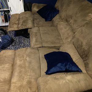 Couch - Recliner- Non Smoking -no Pets for Sale in Long Beach, CA