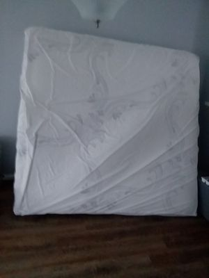 King mattress and bed frame for Sale in Crofton, MD
