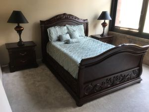 American Signature Solid Wood Queen Size Bedroom Set. ( 2 night stands, dresser with large round mirror, headboard and foot board, 2 side lamps for Sale in Chicago, IL