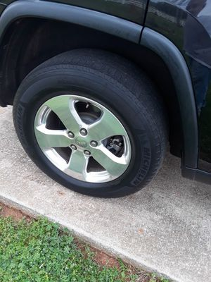 2012 jeep limited chrome rims&tires for Sale in Lincoln, AL