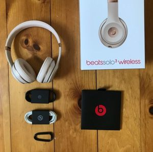 Matte gold beats solo 3 wireless bluetooth headphones for Sale in Chula Vista, CA