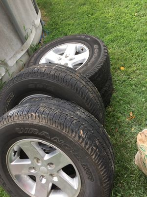 Jeep tires p255/75r/17 need gone ASAP for Sale in Gastonia, NC
