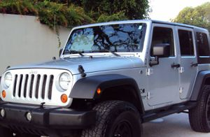 Asking$16OO Jeep Wrangler Unlimited 2OO7 CLEAN TITLE for Sale in Irving, TX