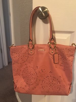 Pink leather coach purse for Sale in El Paso, TX