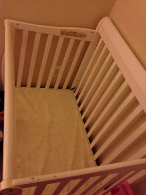 WHITE BABY CRIB WITH MATTRESS for Sale in Annapolis, MD