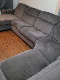 Wrap Around 5 Piece Reclining Sectional Couch for Sale in St. Petersburg,  FL