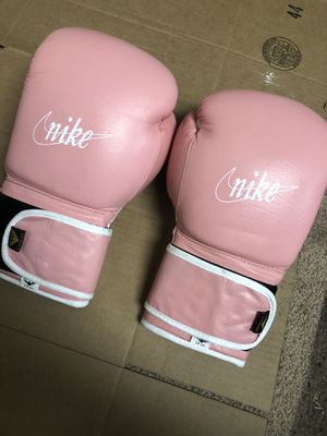 Boxing gloves pink leather 14oz for Sale in Newark, NJ