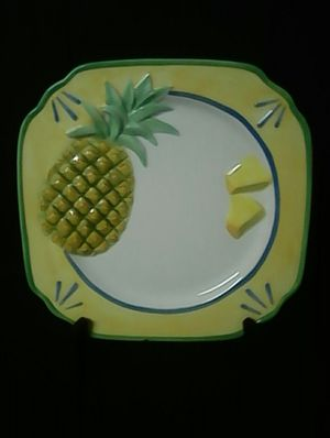 Very Cute Pineapple Plate For Home Decor You Can Hang . It Has Small Chip ! 💚💚💚 for Sale in Loganville, GA