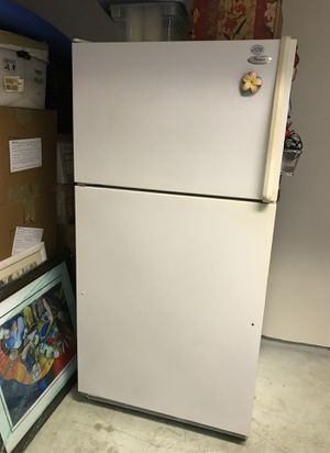 Whirlpool refrigerator with freezer on top for Sale in Del Mar, CA