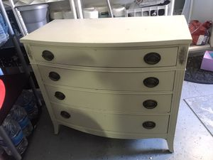 Antique newHampton dresser for Sale in Wildomar, CA