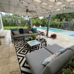 Outdoor Set for Sale in Miami, FL