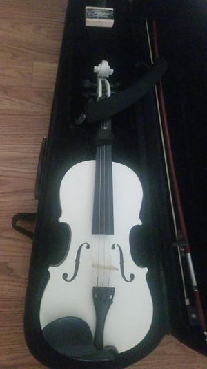 Violin for sell in great condition.Comes with everything.only missing one cord. 21 inches. for Sale in Santa Ana, CA
