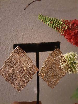 Beautiful gold earrings for Sale in Rosenberg, TX