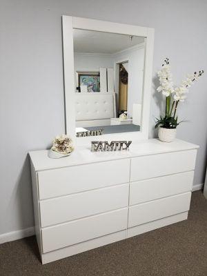 Comoda con espejo... Dresser with mirror for Sale in Miami Springs, FL