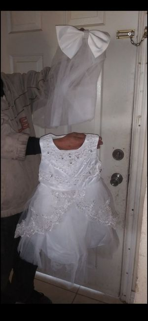 Brand new formal dress with veil for ages 2-3 for Sale in Victorville, CA