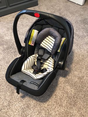 Graco baby car seat for Sale in Modesto, CA