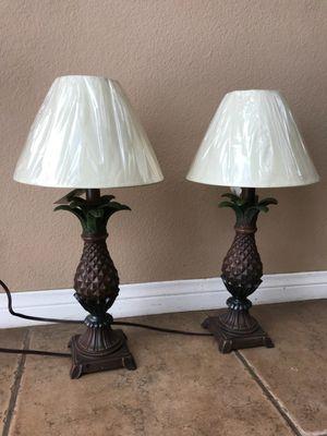 Par de lamparas estan Nuevas para ponerse en donde for Sale in Rancho Cucamonga, CA