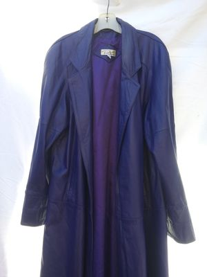 Ladies Genuine Leather, Size Medium, Ricardo, Trench Coat for Sale in La Porte, TX