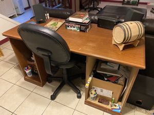 Desk and chair for Sale in Erie, PA
